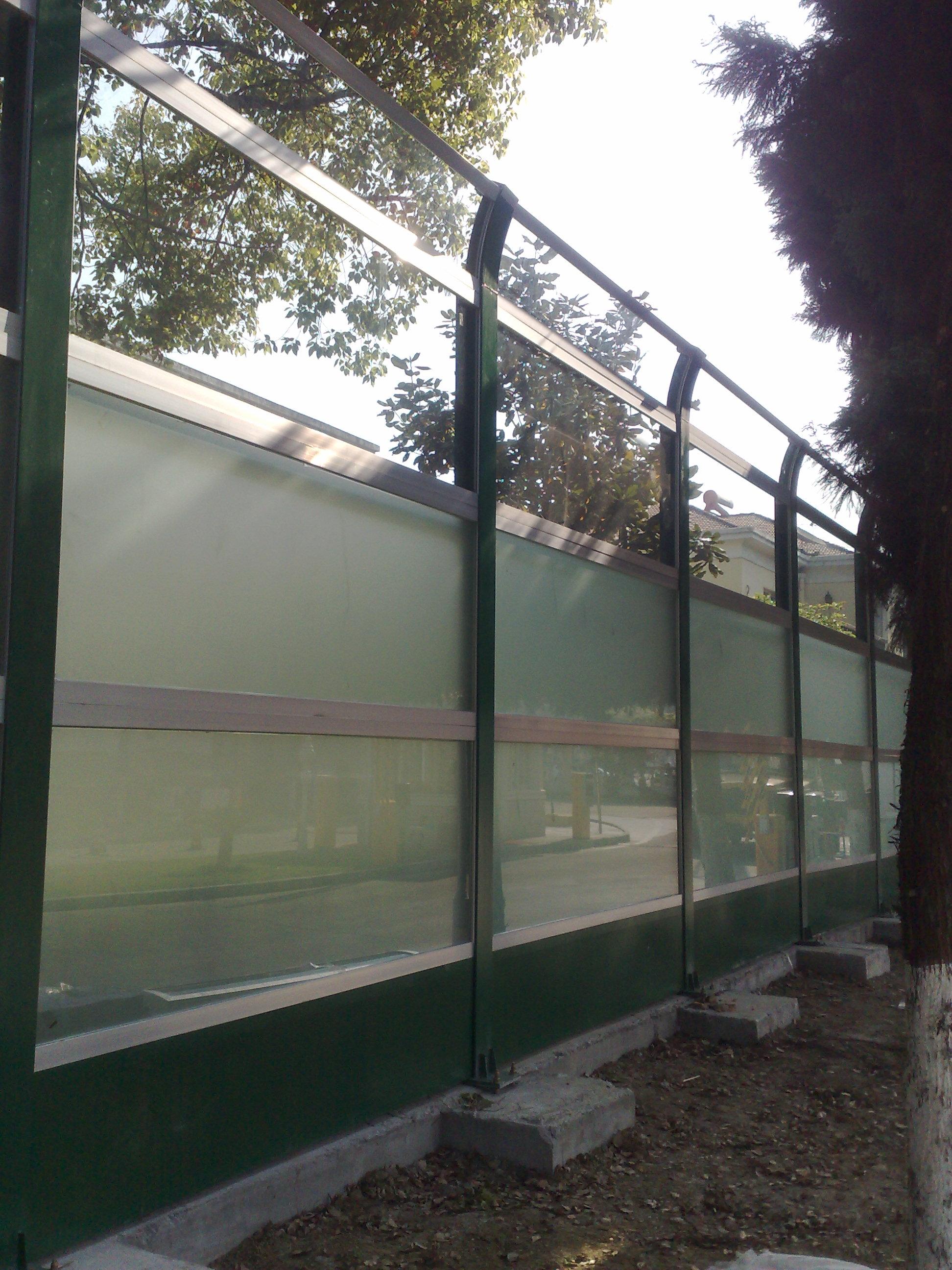 威尼斯花园透明板隔音屏